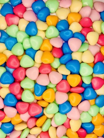 """Драже з молочного шоколаду """"Кольорові серця"""" 50 гр."""