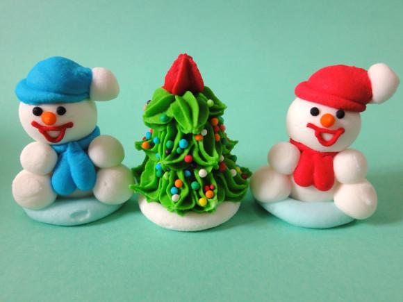 Ялинка зі сніговиками